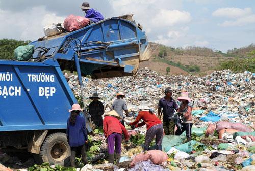 Gia Lai: Nhói lòng chuyện dân làng mưu sinh nơi... bãi rác