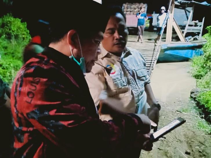 Prihatin Warga Angkut Komaditi Gunakan Ponton, Al Haris Janji Bangun Jembatan Paseban Pasir Mayang Tebo