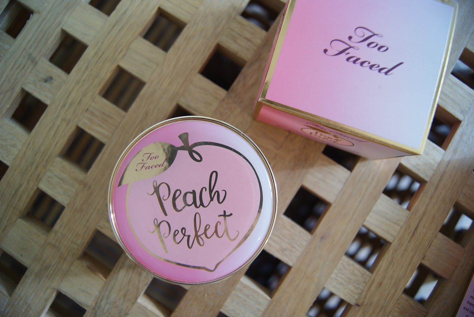ma routine teint peaches and cream too faced. Black Bedroom Furniture Sets. Home Design Ideas