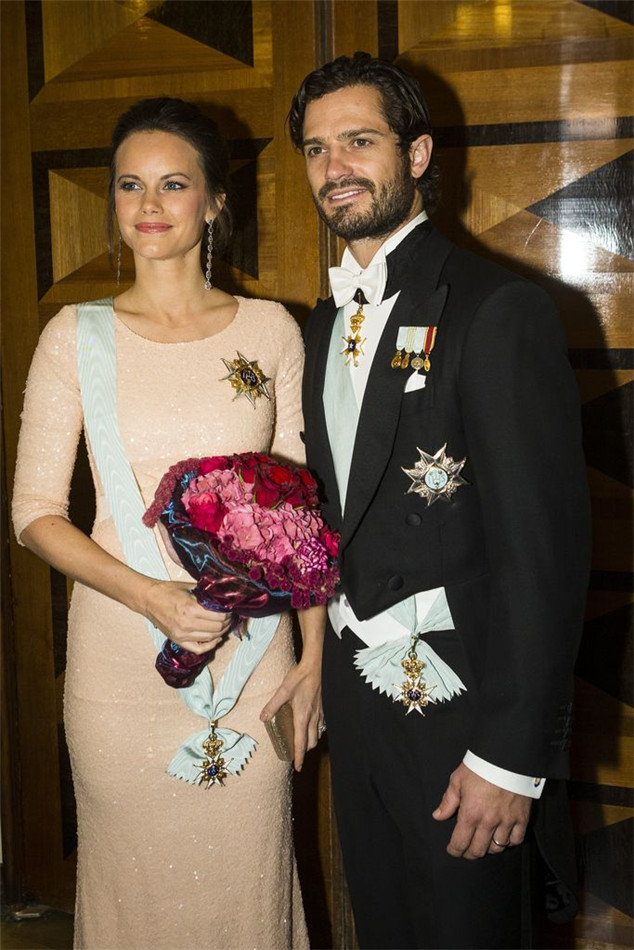 While her darlings prince Carl Philip of Sweden gave interviews for the TV transmitters