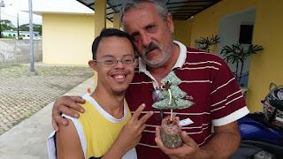 Dia de colheita de verduras na APAE da Ilha destaca trabalho pedagógico com estudantes