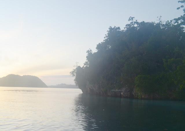 mendaki bukit Talaip Homestay, Raja Ampat +jelajahkeluargasuwanto