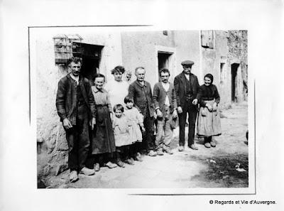 Vieille photo de famille d'Auvergne
