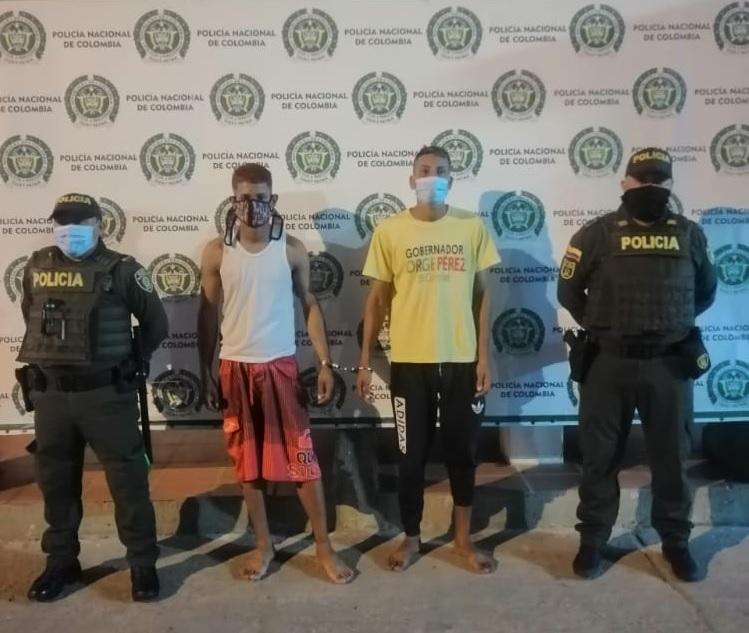 https://www.notasrosas.com/Policía los captura en Maicao, cuando utilizaban un cuchillo para hurtar un celular