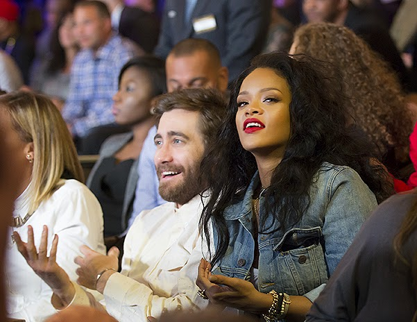 Rihanna and Jake Gillenhol on boxing in New York