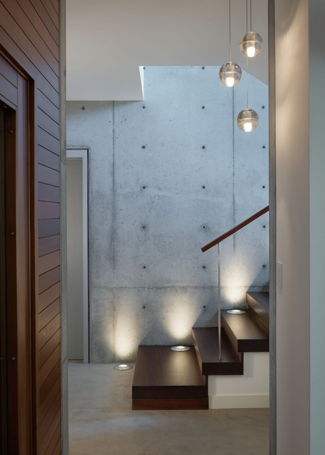 Concrete walls in the Mandeville Canyon Residence