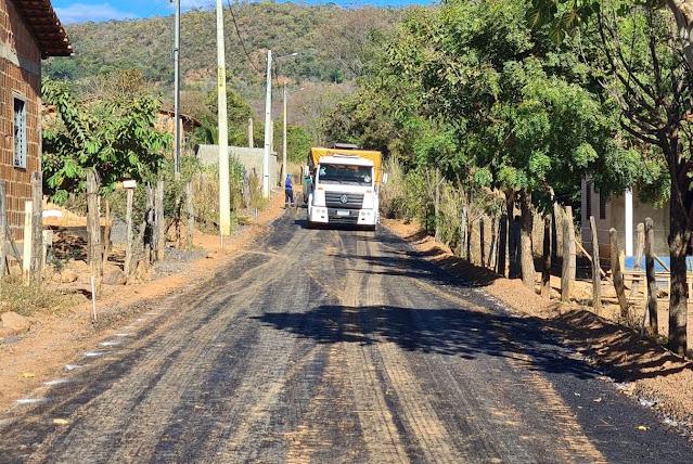 Ruas da Comunidade do Tatu já estão recebendo pavimentação asfáltica por meio do Projeto Barreiras 100% Pavimentada