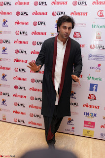 Ranbir Kapoor Alia Bhatt and others at Red Carpet Of 4th Edition Lokmat Maharashtrian Awards 2017 004.JPG