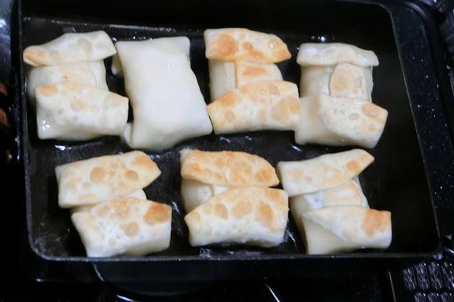 フライパンにサラダ油を熱し、こんがり揚げ焼きにします。焼けたら油をきり、塩を振って完成です。   レシピでは、枝豆とベビーチーズ、そしてはんぺんを包みましたが、 お好みのものを詰めてOKです。  ただ、ベビーチーズは断然おススメです! 出来たてはトロトロで、冷めるとしっかりはんぺんに絡まってちょっと濃厚な味付けになります。