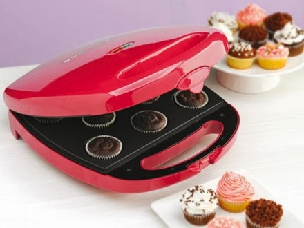 http://www.themadeco.fr/fr/les-machines-creative/3947-machine-cupcakes-babycakes.html