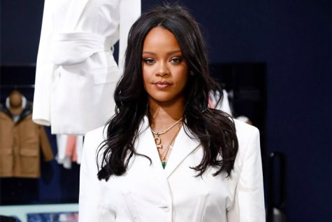 Gictz News : RIHANNA IS CURRENTLY THE WORLD'S RICHEST FEMALE