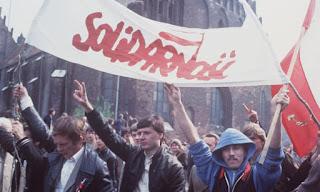 Kaum buruh di bawah Partai Solidaritas berdemo di Polandia