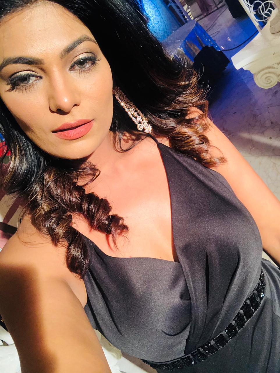 Ruchita-Sharma-the-city's-top-anchor-seen-in-the-popular-TV-serial-Kundali-Bhagya