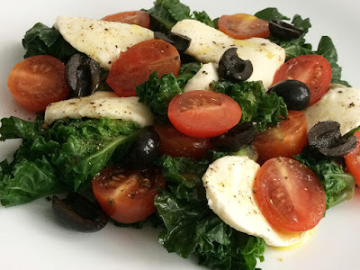 Sałatka z kalerosse z oliwkami