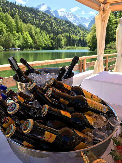 Beer and Prosecco, Shades of pink, weddings abroard, mountain wedding at the lake, wedding, Bavaria, Germany, Garmisch, Riessersee Hotel, getting married in Bavaria, wedding planner Uschi Glas