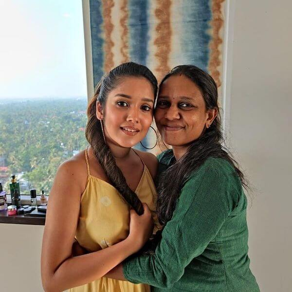 small Nayanthara beauty queen anika