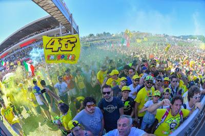 Podium Dikerumuni Fans Rossi, Marquez Malas Unjuk Selebrasi