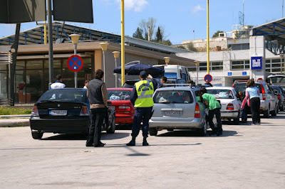 """Σύλληψη υπαλλήλων του Αλβανικού Υπουργείου Εξωτερικών στην Κακαβιά-  Μετέφεραν βιβλία και χάρτες της """"Μεγάλης Αλβανίας"""""""