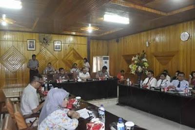 Suasana rapat pembahasan kasus Net Invest, Di DPRD Sulut