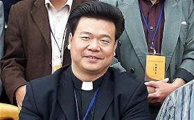 José Huang Bingzhang, bispo excomungado e deputado do Partido Comunista. Pequim quer que o Vaticano lhe dê uma diocese