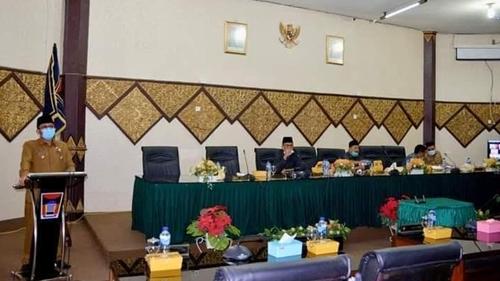 Rapat Paripurna DPRD Kota Padang, Wawako Hendri Septa Sampaikan 3 Ranperda
