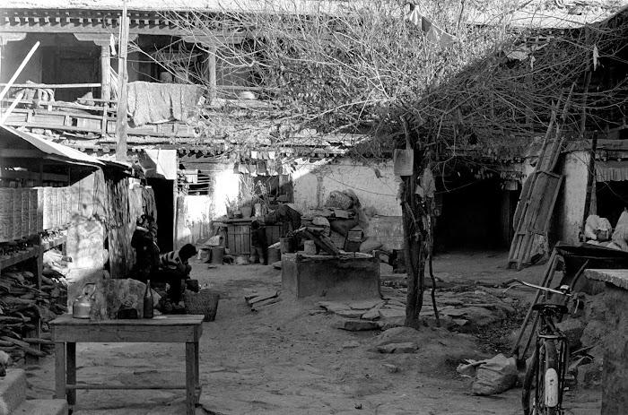 Tibet, Lhassa, Yak Hotel, © L. Gigout, 1990