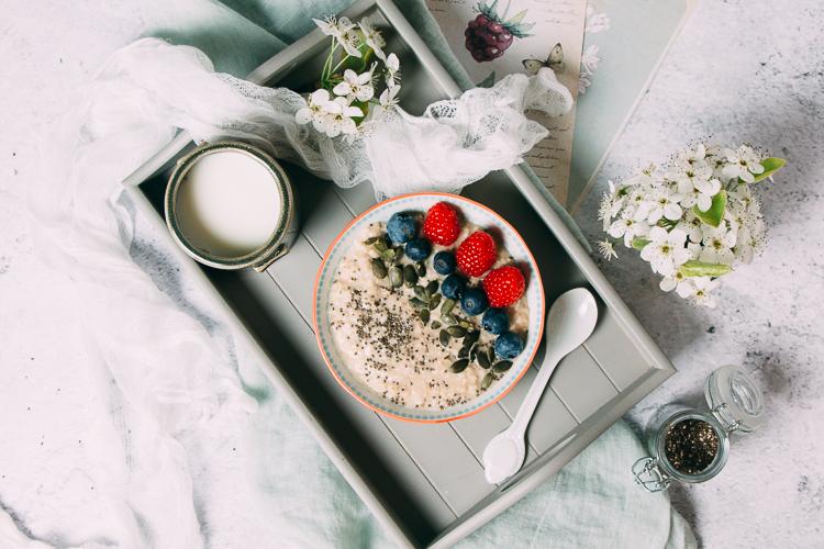 Porridge con frutos rojos