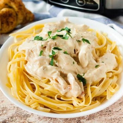How to Make Crockpot Chicken Alfredo