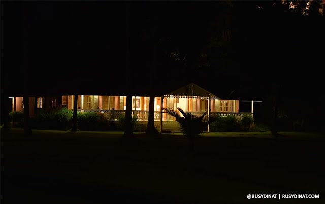 Desa Limasan Retreat pada malam hari