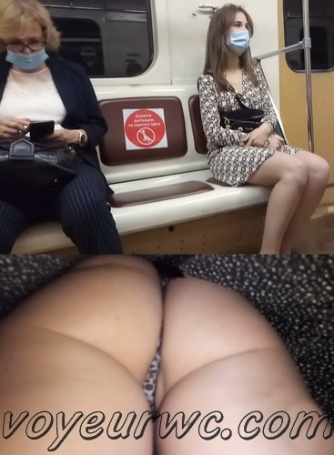 Upskirts N 3098-3107 (Upskirt voyeur videos with girls teasing with their butts on the escalator)