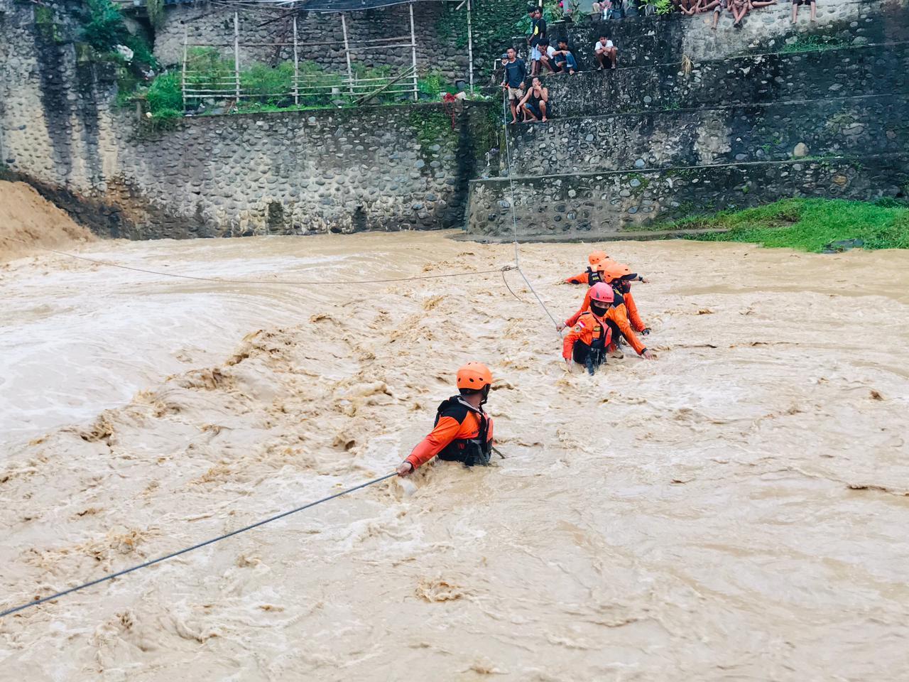 Saat Berenang, Dua Anak Terseret Arus di Sungai Latuppa Palopo