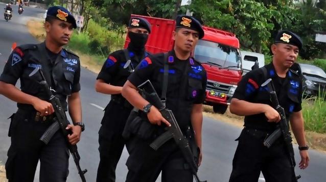 Kawal Rekonstruksi Kasus Pembunuhan TNI, Polisi Bersenjata Lengkap