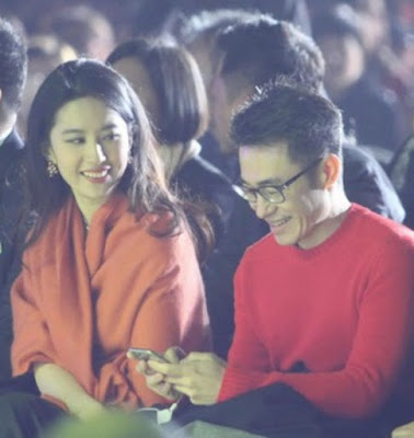 Liu Yifei looked very friendly beside unknown man