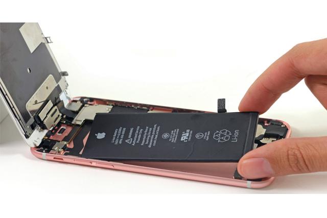 Thay pin Iphone tiết giá rẻ uy tín chất lượng