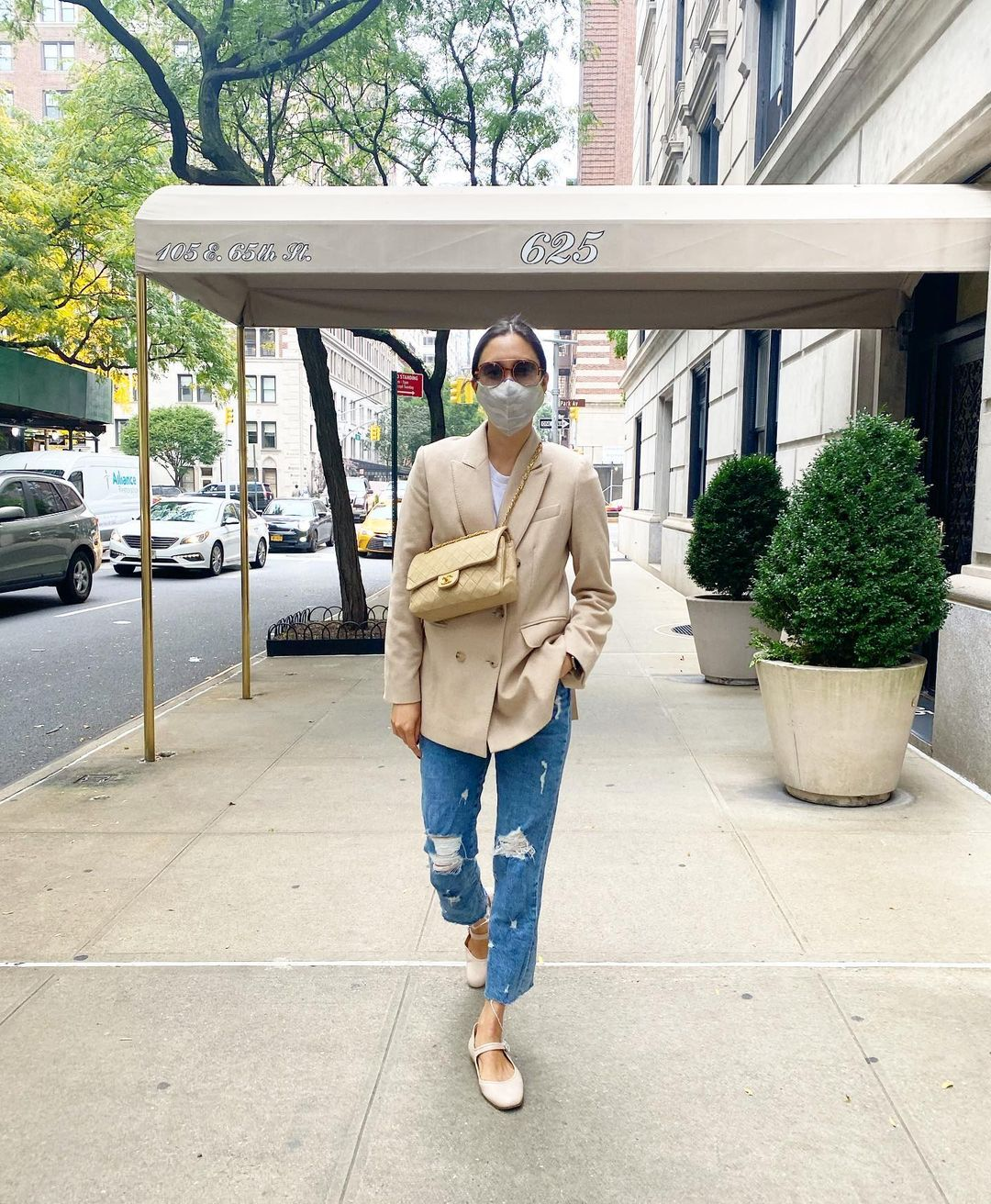 This Fashion Editor's Outfit Proves that Distressed Denim is Still Trending