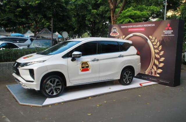 Penyerahan unit ke 100.000 Mitsubishi Xpander ke Konsumen