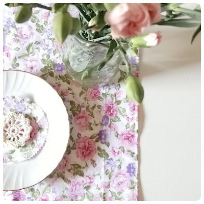 tavola_piatto_fiori_