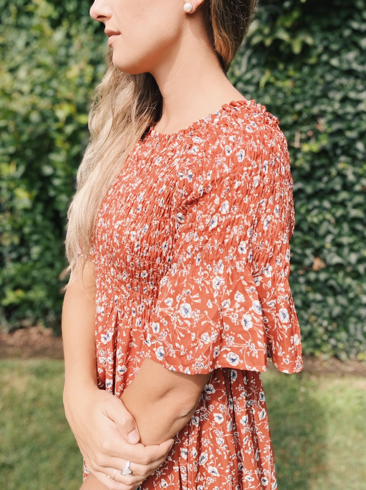 floral ruffle sleeve detail