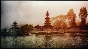 Foto warna dengan klise di Pura Ulun Danu Bratan, Bedugul Bali