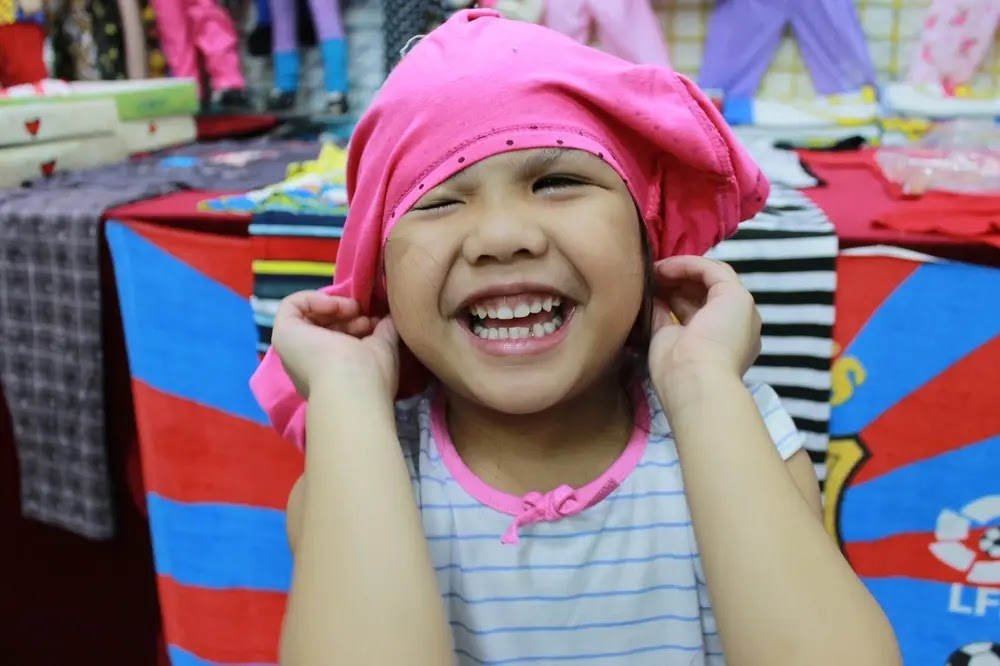 Funny Fitting Girl   How To Be Funny And Lovable ?