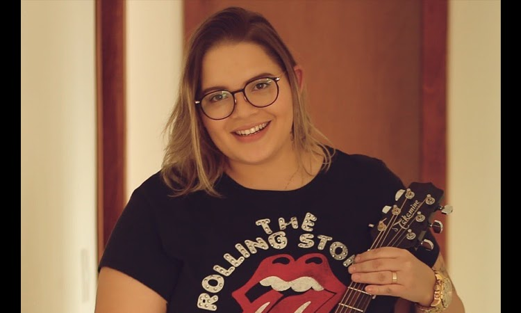Cantora e compositora Lanna Rizzi morre aos 26 anos por complicações da Covid-19