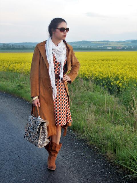 wiosenna-stylizacja-sukienka-i-plaszcz-a