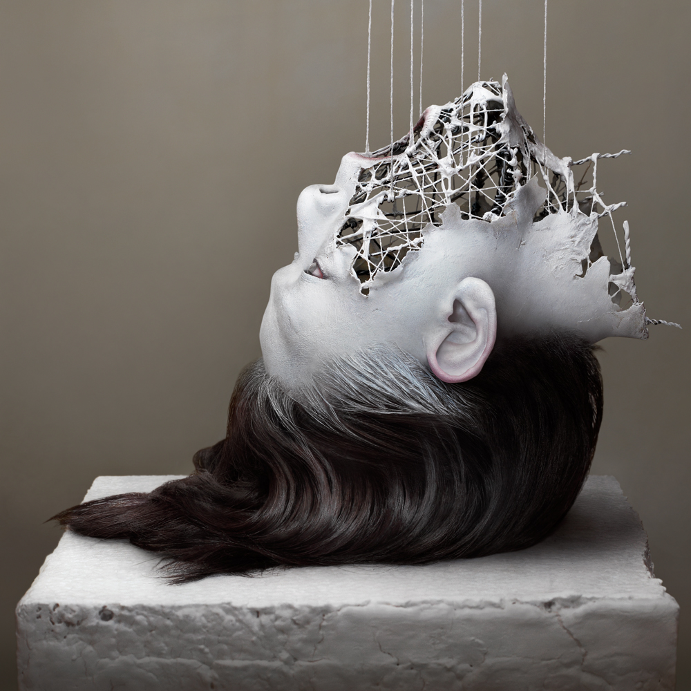 04-Yuichi-Ikehata-Kakuunohito-Surreal-and-Realistic-Physical-Fragment-Sculptures-www-designstack-co