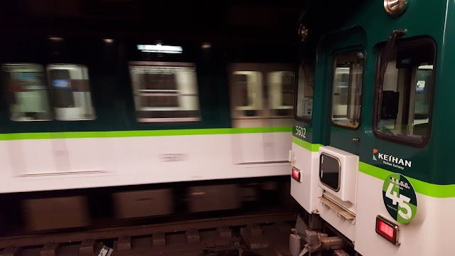 【有片】日本京阪電鐵 可升可降的靈活座位