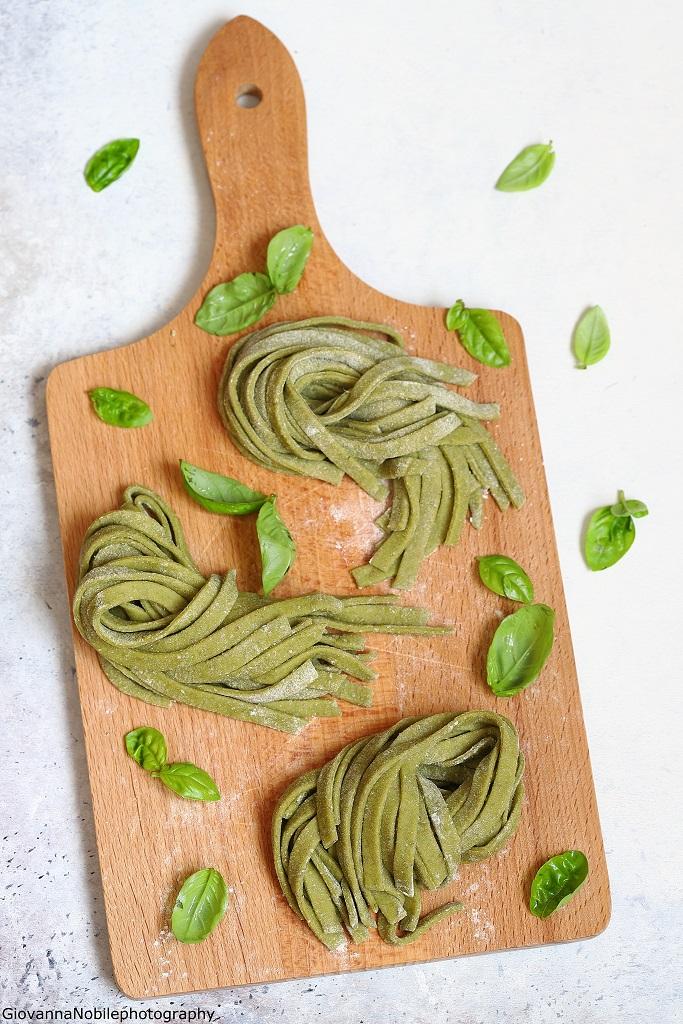 Tagliatelle verdi al basilico con burrata