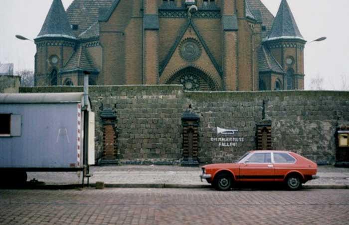 Gereja yang Berdiri di Tengah-Tengah Tembok Berlin