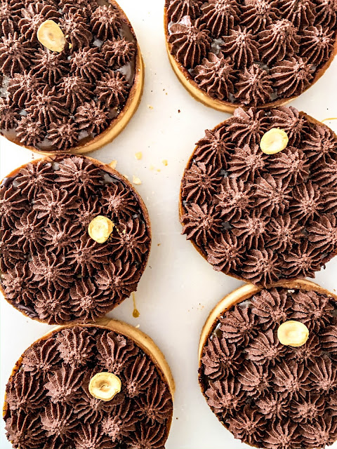 Chocolate tartlets with Salted caramel feeling