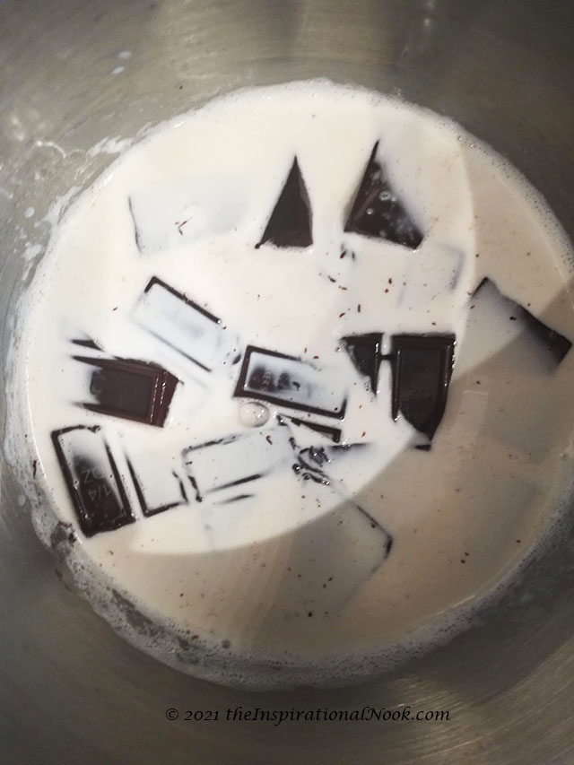 Recipe, Whipped chocolate ganache, Creamy chocolate ganache, ganache with half and half, semi-sweet chocolate, chocolate ganache without cream, whipped ganache, ganache icing, easy chocolate ganache frosting