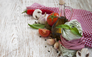 Zeytinyağı kilo kaybı sağlar Zeytinyağı metabolizmayı artırır Zeytinyağı sindirimi kolaylaştırır Zeytinyağı cilt sağlığını korur Zeytinyağı kalp sağlığını korur Zeytinyağı yaşlanmayı geciktirir Zeytinyağı safra taşlarını önler Zeytinyağı hücre duvarlarını güçlendirir Zeytinyağı kanser riskini azaltır