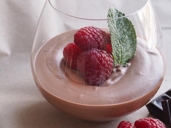 Superhelppo ja täyteläinen suklaamousse, myös vegaanisena